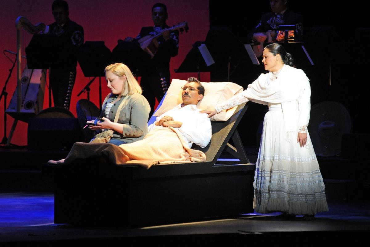 Cruzar La Cara De La Luna Arizona Opera