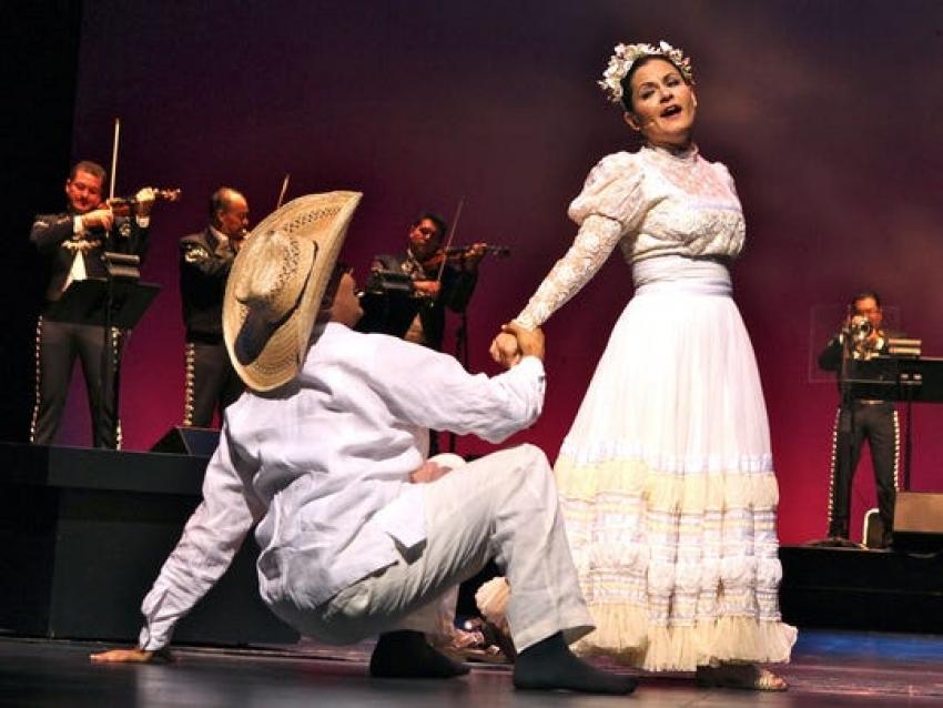 "Octavio Moreno and Cecilia Duarte from the opera ""Cruzar la Cara de la Luna."" (Photo: Edward Wilinsky/San Diego Opera)"