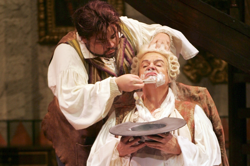 Tucson Citizen Music Critic Calls Barber of Seville a Must See