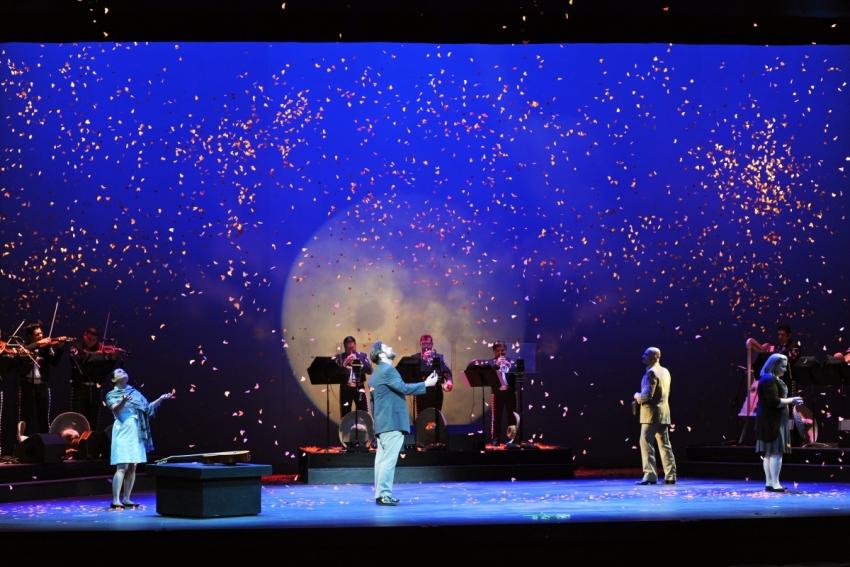 Cruzar la Cara de la Luna - Arizona Opera